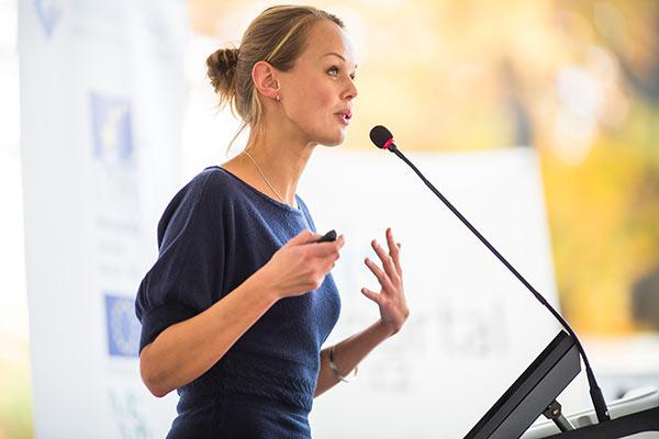 上台讲话紧张怎么办?如何提升演讲能力?